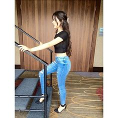 Camila Cabello of course the shirt a lot longer Superenge Jeans, Cabello Hair, Camila And Lauren, Girl Crushes, Woman Crush, Crop Tops, My Girl, Queens, Cute Outfits