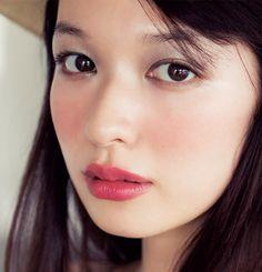 #igari # makeup  Esta tendencia de maquillaje en Japón trata de imitar cómo está la piel después de haber bebido un poco, especialmente con ese ligero (a veces no tan ligero) rubor en las mejillas.