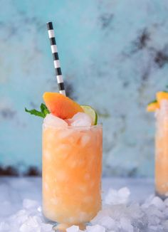 pineapple peach agua fresca I Refreshing Drinks, Fun Drinks, Yummy Drinks, Healthy Drinks, Beverages, Healthy Food, Healthy Nutrition, Nutrition Drinks, Mixed Drinks