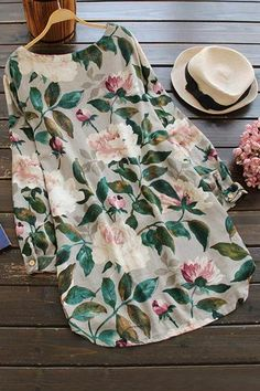 Tend to the flowers.Product Code: CLYQ574 Details: Floral printing Pocket at sides Casual style Regular wash Fabric:55%Polyester,45%Cotton Reference: model try