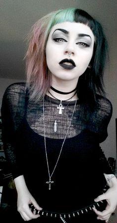 Atemberaubende My Little Secret Gothic Welt Goth Punk Pict Of Hair Fashion Style und Trends Goth Haa Goth Hair, Grunge Hair, Goth Beauty, Dark Beauty, Rock Style, Gothic Fashion, Look Fashion, Grunge Fashion, Chica Dark