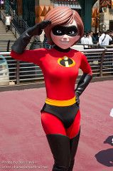 Incredible (Elastagirl, Helen Parr) and pictures of Mrs. Incredible including where to meet them and where to see them in parades and shows at the Disney Parks (Walt Disney World, Disneyland, Disneyland Paris, Tokyo Disneyland) Disney Cartoon Characters, Disney Cartoons, Chiba, Disney Parks, Walt Disney World, Mrs Incredible, Best Cosplay, Awesome Cosplay, Tokyo Disneyland