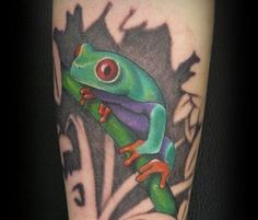Tree Frog Tattoo - Top 30 Amazing Frog Design Ideas // May, 2020 Tree Frog Tattoos, Amazing Frog, Tattoo Ideas, Tattoo Designs, Frog Design, Frog Art, Tree Frogs, Hand Tattoos, Tattoos For Guys