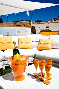 Veuve Clicquot - YELLOW MOB - PHI BEACH