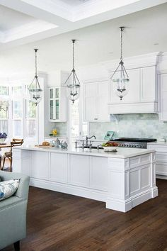 This beautiful home shows how to decorate your home in the Hamptons style with a classic Hamptons kitchen and living room filled with coastal decorating ideas Coastal Kitchen Design, Home Decor Kitchen, Kitchen Design Styles, Hamptons Style Homes, Kitchen Remodel, Home Kitchens, Kitchen Style, Hampton Style Bathrooms, White Kitchen Design