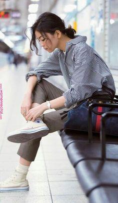 Fashion Tips 2019 .Fashion Tips 2019 Fashion Foto, Image Fashion, Girl Fashion, Female Pose Reference, Pose Reference Photo, Fashion Poses, Fashion Outfits, Sneakers Fashion, Fashion Tips