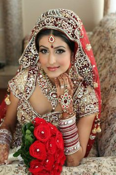 #VaishyaMatrimonial  What makes a Bride look more beautiful? 1) Her Mehndi 2) Her Jewellery 3) Her Smile
