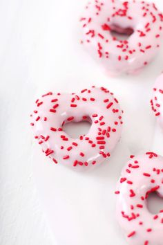 We've got your sugar fix covered this valentines day with a bunch of cakes, bakes, desserts, puddings and sweet snack recipes! From donuts to cookies and cakes to popcorn! Valentines Day Food, Be My Valentine, Valentine Hearts, Printable Valentine, Homemade Valentines, Valentine Wreath, Valentine Ideas, Valentine Gifts, Yummy Treats