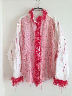 @kogukoguma  ·  4月16日 私の初めてのnui. project のシャツ。 しょうぶ学園に伺ったのは2008年でした。学校に入り直した年。 身頃のステッチはよく見ると糸の色がグラデーションのように色を変えてあります。