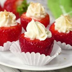 Cheesecake Stuffed Strawberries - - Cheesecake Stuffed Strawberries are the perfect no-bake treat! Juicy strawberries stuffed with delicious cheesecake filling are the ultimate indulgence! Dip them in Chocolate to take them to a whole new level! Fruit Recipes, Sweet Recipes, Dessert Recipes, Cooking Recipes, Cooking Bacon, Easy Cooking, Keto Desserts, Delicious Desserts, Yummy Food