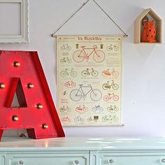 Creating decorative frames with posters / Création de cadres déco avec affiches illustrées | DeSerres