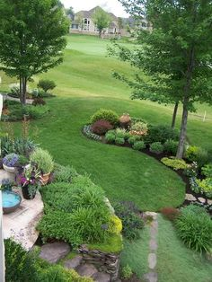 Golf Course Garden, A small yard on a golf course is defined by curved garden beds., A small yard on a golf course needed to be defined so I surrounde… - All About Gardens Hillside Landscaping, Front Yard Landscaping, Backyard Landscaping, Landscaping Ideas, Backyard Ideas, Pool Ideas, Florida Landscaping, Backyard Patio, Landscape Plans