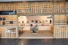 Brand X, un espacio multifunción que utiliza palets reciclados para exponer arte en Sidney