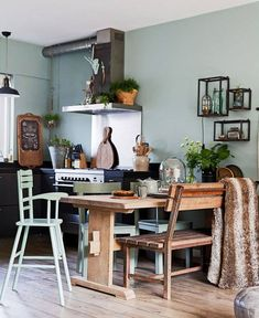 A Dutch Home Decorated with Green-Tones and Vintage Items (Gravity Home) Apartment Therapy, Apartment Design, Bedroom Apartment, Loft Kitchen, Kitchen Dining, Kitchen Decor, Verde Vintage, Amsterdam, Gravity Home