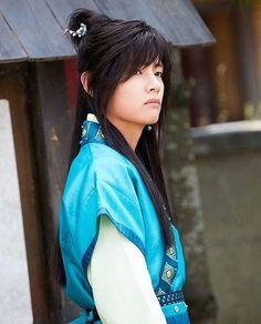 Hwarang: The Beginning | Taetae's first appearance will be on today's episode [ep.2] • * #hwarang #hwarangthebeginning #hwarangthebeautifulnights #bts #shinee #parkseojoon #goara #민호#화랑 #parkhyungsik #dojihan #박서준 #고아라 #joyoonwoo #choiminho #kimtaehyung  #샤이니 #KBS #kdrama #koreandrama #shineeminho #taetae #btsv #hwarangknights #seoyeji #hwarang_thebeginning #화랑더비기닝 #kdrama2016 • * ©redits to Owner 🖖