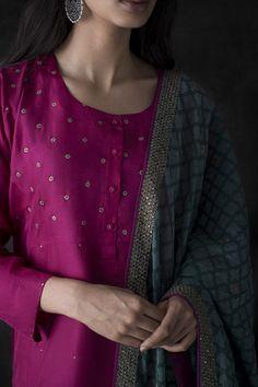 How to wear clothes ideas simple Indian Attire, Indian Wear, Indian Outfits, Indian Gowns, Indian Style, Pakistani Dresses, Salwar Designs, Kurta Designs Women, Dress Neck Designs