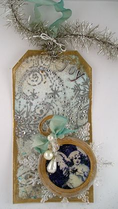 love the mix of tinsel and seam binding
