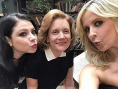 20th Anniversary EW shoot - OMG THAT'S DAWN !!<<Wutttt?? And thats Joyce and Buffy?? *sarcasm, Im sorryXD*