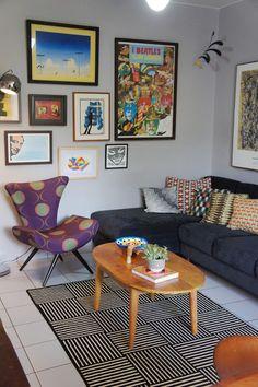 sofa cinza, almofada colorida