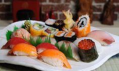 un plato: sushi