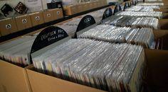 Am Samstag, dem 4. Juni 2016 ist Salzburg an der Reihe, am Sonntag, dem 5. Juni 2016 gastiert man in Wels, die Austria-Vinyl Schallplatten- und CD-Börse lädt zum Stöbern in einem reichhaltigen Angebot von mehr als 30 Ausstellern.