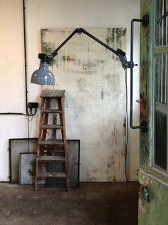 industrial / salvage vintage chic home decor Industrial Living, Industrial Chic, Industrial Furniture, Vintage Industrial, Cool Furniture, Interior Inspiration, Design Inspiration, Steampunk House, Vintage Interiors