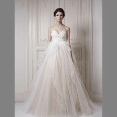 3-Ersa-Atelier-Bridal-Gown-2013-Dimitras-Chicago-Wedding-Dress-Unique-Lace-Tulle.jpg (1202×1202)