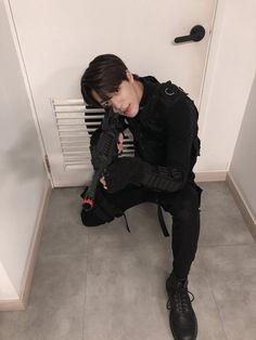 Jeno looks so good in this outfit! I swear this boy wants me dead ❤️ nct nctdream nctu taeil yuta winwin johnny jaehyun haechan jeno mark marklee renjun chenle jungwoo doyoung taeyong kun jaemin ten lucas kpop Nct 127, Winwin, K Pop, Nct Dream, Jeno Nct, Fandoms, Jung Jaehyun, Na Jaemin, Entertainment