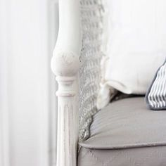 Looking for an easy way to makeover that old upholstered chair? Learn how to paint upholstery with chalk paint in this easy step-by-step tutorial! Best White Paint, White Paint Colors, Paint Colors For Home, White Paints, Painting Baseboards, Painting Trim, Fabric Painting, Make A Quote, Diy Quote