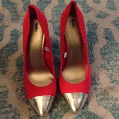 Gorgeous coral heel with Gold tips Never worn coral heel with gold tips. Perfect for a dress or jeans. I have super skinny feet and these are a bit too wide for me. The pics do the color no justice. OPEN TO REASONABLE OFFERS! Mossimo Supply Co. Shoes Heels