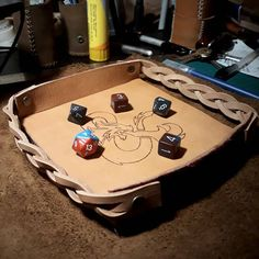Bandeja de dados portatil. Colapsable dice tray Hecho 100% a mano • #cuero #marroquineria #leather #leatherwork #leatherworking #dnd #dnd5e #dicetray #diydnd #craft #craftsmanship #artesanal #artesania #hechoamano #dungeonsanddragons #dungeonsanddragonsart Dungeons And Dragons, Suitcase, Diy, Instagram, Leather, Hand Made, Bricolage, Suitcases, Do It Yourself