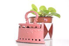 Caja de cerámica plancha rosa, plancha de cerámica de Brocantebcn en Etsy https://www.etsy.com/es/listing/267178808/caja-de-ceramica-plancha-rosa-plancha-de
