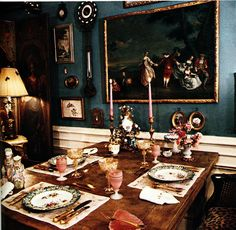 The Peak of Chic®: Iris Apfel, Visual Gourmet Decor Interior Design, Interior Decorating, Interior Ideas, Dining Table, Dining Rooms, Cottage Homes, Decoration, Old World, Table Settings