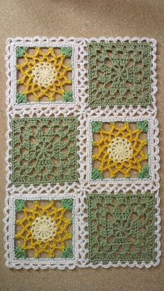 ポンポンゴムの画像 | 野の花手芸噺 Crochet Square Patterns, Crochet Blocks, Crochet Stitches Patterns, Crochet Squares, Crochet Motif, Crochet Doilies, Crochet Flowers, Crochet Granny, Granny Squares