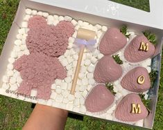 Homemade Chocolate Bars, Chocolate Covered Treats, Baking Business, Cake Business, Cake Pop Decorating, Fully Booked, Birthday Desserts, Strawberry Dip, Fun Baking Recipes