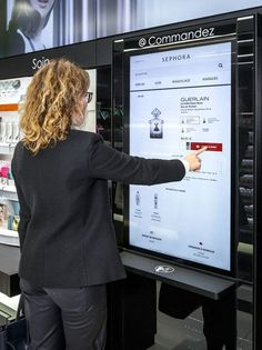 The beauty retailer has just launched their first Sephora Flash retail shop, which merges the in-store experience with the countless brands available on their website.