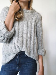 Vertical Stripes knitted sweater designed by PetiteKnit, light grey and shown on model. Pullover Streifen Vertical Stripes sweater by Petiteknit, No 1 kit Raglan Pullover, Pullover Outfit, Pullover Sweaters, Pullover Design, Sweater Design, Sweater Outfits, Fall Outfits, Slow Fashion, Autumn Fashion