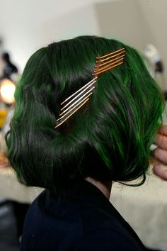 aktx: zsbc: pastelhairedmodels: Backstage at Rodarte Fall 2012 Ready to Wear Goal i want green hair v bad