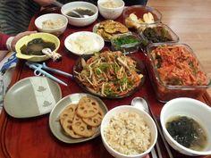 계사년 1월 1일 새해 첫 저녁밥상. 올해도 잘 먹고 잘 살자.