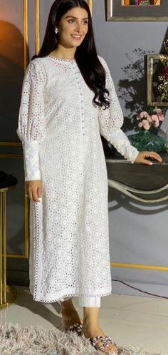 Stylish Dress Book, Stylish Dresses For Girls, Simple Pakistani Dresses, Pakistani Dress Design, Pakistani Fashion Party Wear, Pakistani Outfits, Beautiful Dress Designs, Fancy Dress Design, Kurta Neck Design