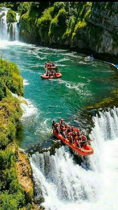 Who would you do this waterfall rafting experience with? Places To Travel, Places To Visit, Luxury Boat, Whitewater Rafting, Jolie Photo, Extreme Sports, Adventure Is Out There, Travel Goals, Gomez
