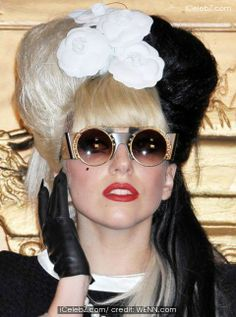 Lady Gaga comes out in support of Justin Bieber http://www.icelebz.com/gossips/lady_gaga_comes_out_in_support_of_justin_bieber/