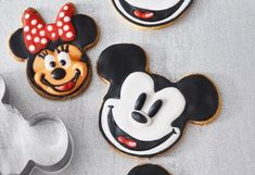 Micky Maus & Minnie Maus Sugar, Cookies, Desserts, Food, Small Bowl, Minnie Mouse, Ginger Beard, Treats, Cookie Recipes