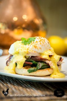 An easy Pulled Pork Eggs Benedict recipe. Looking for a fantastic sunday brunch recipe? This one is made with homemade ingredients and will impress your guests.