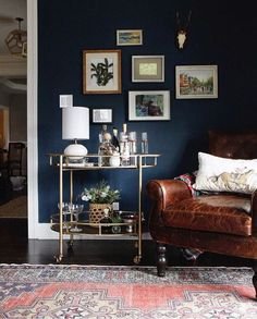 Amazing blue living room designs and eye-catching home decorating ideas - Decoration 4 Gold Room Decor, Gold Rooms, Blue Rooms, Dark Living Rooms, My Living Room, Dark Rooms, Living Room Decor Blue, Blue And Brown Living Room, Interior Design Tips