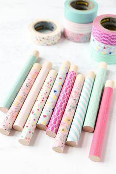 Make pretty needle storage tubes using washi tape Crochet Needles, Embroidery Needles, Hand Embroidery, Cross Stitch Maker, Cross Stitch Patterns, Types Of Stitches, Modern Cross Stitch, Paint Pens, Washi Tape