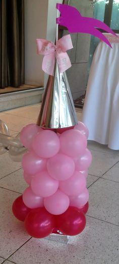 torres de castillo hechos con globos de latex