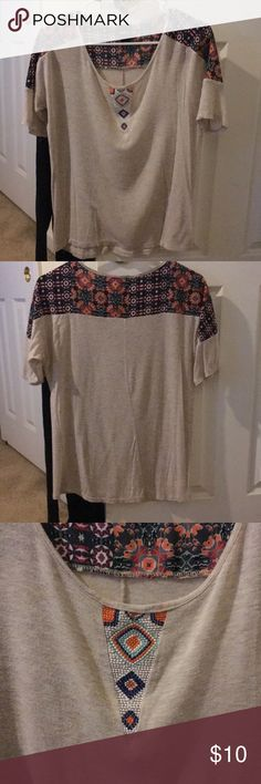 Day Trip Blouse Super cute spring blouse! Slightly loose fitting, perfect with jeans OR shorts. No rips or tears. MAKE ME AN OFFER 🤑 Tops Tees - Short Sleeve