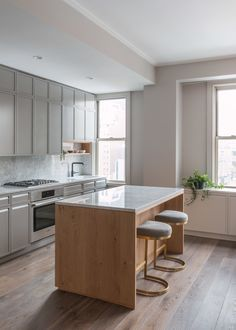 Kitchen by Hunt Architecture NYC Fumed Oak floor by Madera Diy Kitchen Decor, Kitchen Furniture, Kitchen Interior, New Kitchen, Kitchen Dining, Kitchen Ideas, Cheap Furniture, Rustic Kitchen, Cocina Office
