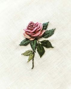 Wonderful Ribbon Embroidery Flowers by Hand Ideas. Enchanting Ribbon Embroidery Flowers by Hand Ideas. Bullion Embroidery, Brazilian Embroidery Stitches, Learn Embroidery, Japanese Embroidery, Hand Embroidery Stitches, Silk Ribbon Embroidery, Crewel Embroidery, Hand Embroidery Designs, Embroidery Techniques